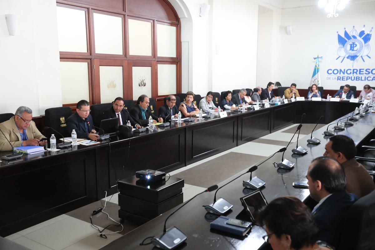 La comisión especifica para resolver la crisis financiera de la Usac recibió una propuesta por el Ministerio de Finanzas por Q284 millones, sin embargo, fue rechazada y se reunirán la próxima semana. (Foto Prensa Libre: Érick Ávila)