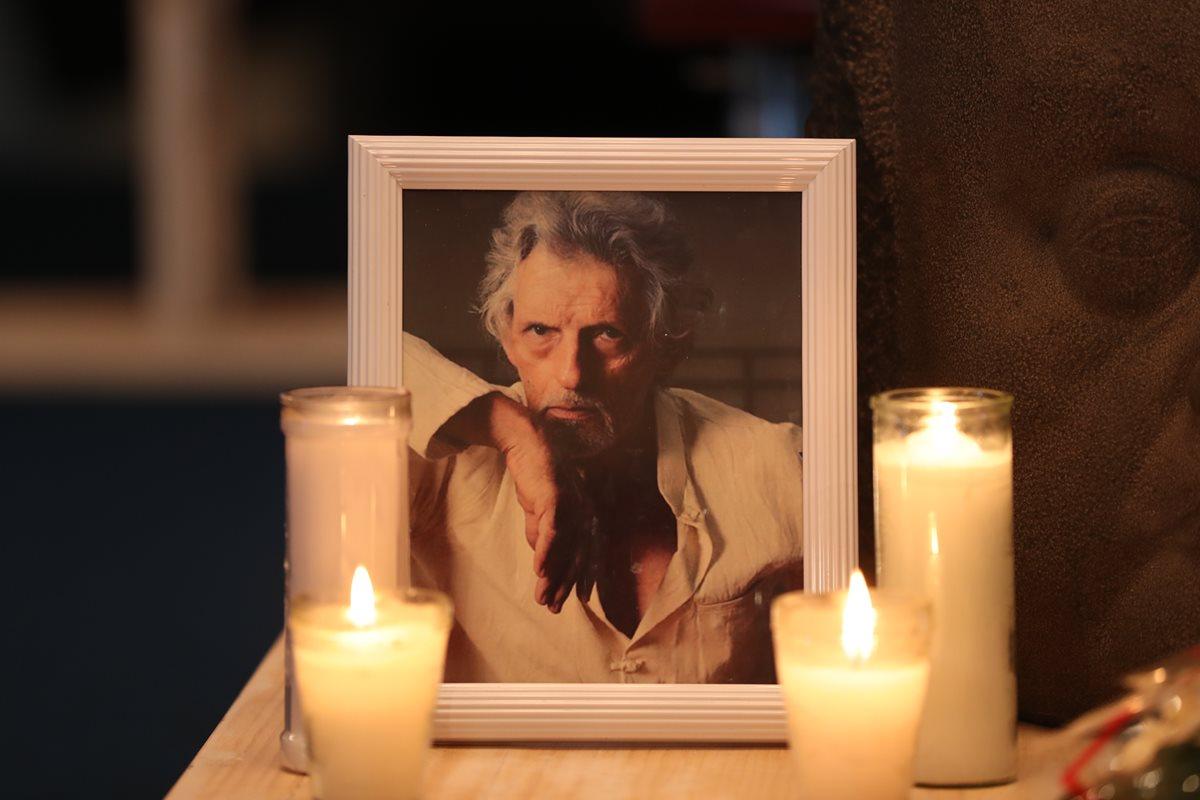 El destacado bailarín Richard Devaux fue recordado durante un homenaje en el Centro Cultural Miguel Ángel Asturias. Él falleció el jueves pasado. (Foto Prensa Libre: Esbin García)