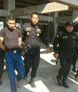 Agentes de la PNC capturan a Roberto Ramírez en Xela, sindicado de haberle ocasionado la muerte a un hombre. (Foto Prensa Libre: Carlos Ventura)