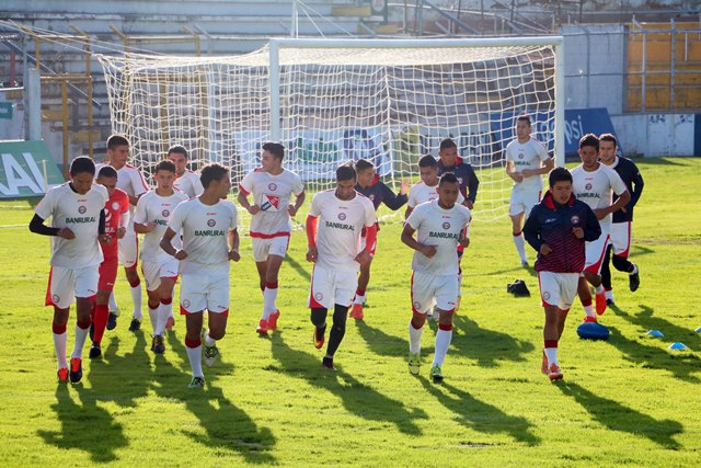 El equipo quetzalteco se entrenó este viernes pensando en el partido contra Marquense el próximo domingo. (Foto Prensa Libre: Carlos Ventura).