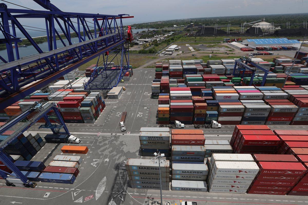 Usuarios de portuaria Quetzal exigen agilizar servicio de grúas
