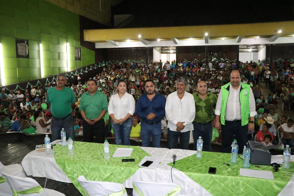 Excontralor Carlos Mencos se postula a diputado por la UNE