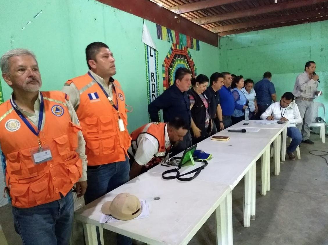 Se realiza reunión en aldea El Rodeo, Escuintla para socializar el Dictamen (001-2018) que emitió el Consejo Científico. (Foto Prensa Libre: Conred)