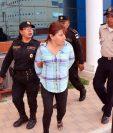 Erika Maritza López Escobar es sindicada de robo, en Quetzaltenango. (Foto Prensa Libre: Carlos Ventura).