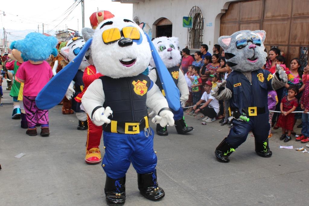 Vecinos y visitantes disfrutan celebración del Día de Reyes