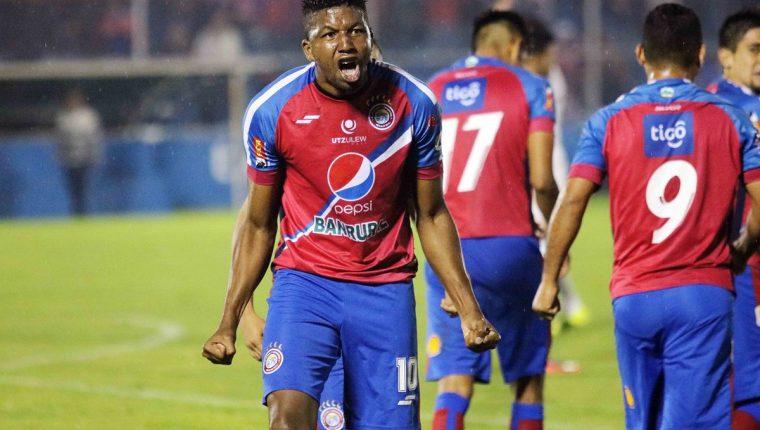 William Zapata grita a todo pulmón luego de anotar el segundo gol a Comunicaciones. (Foto Prensa Libre: Carlos Ventura)