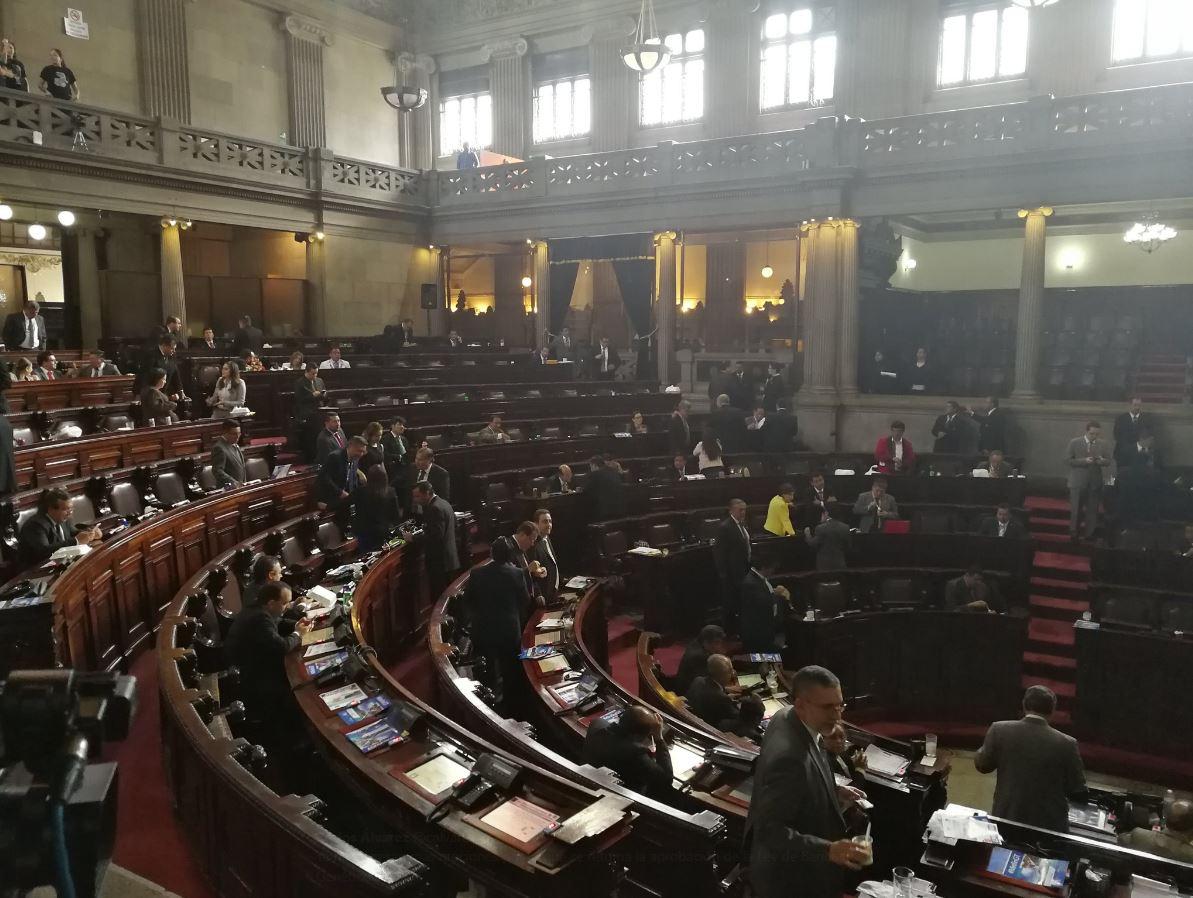 El intento por discutir el proyecto de Presupuesto 2018, fracasó al ser rechazadas dos mociones para conocerlo. (Foto Prensa Libre: Carlos Álvarez)