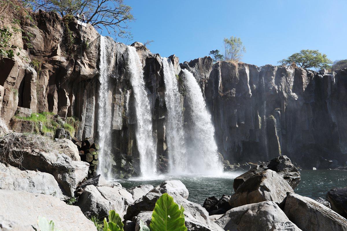 Las impresionantes cataratas Los Amates se ubican entre Oratorio y Santa María Ixhuatán, Santa Rosa. (Foto Prensa Libre: Eduardo González)