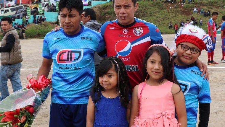 Los chivos disputaron este miércoles un partido amistoso contra representativo de San Francisco el Alto. (Foto Prensa Libre: Raúl Juárez).