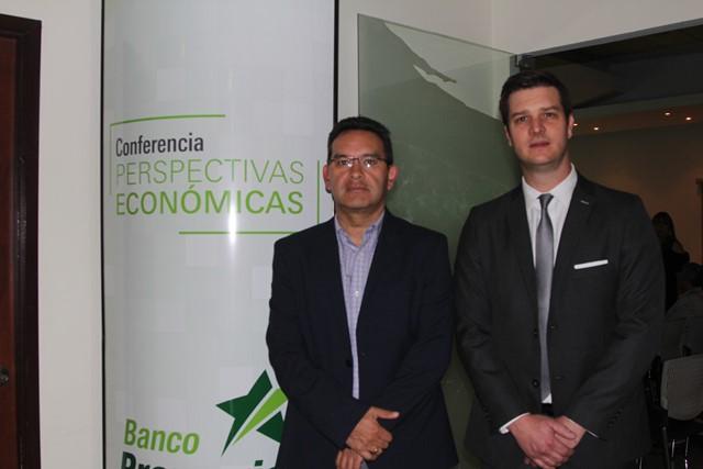 Paulo De León, conferencias, y Andrés Cordón Townsend, gerente de Banca Empresarial de Banco Promerica.