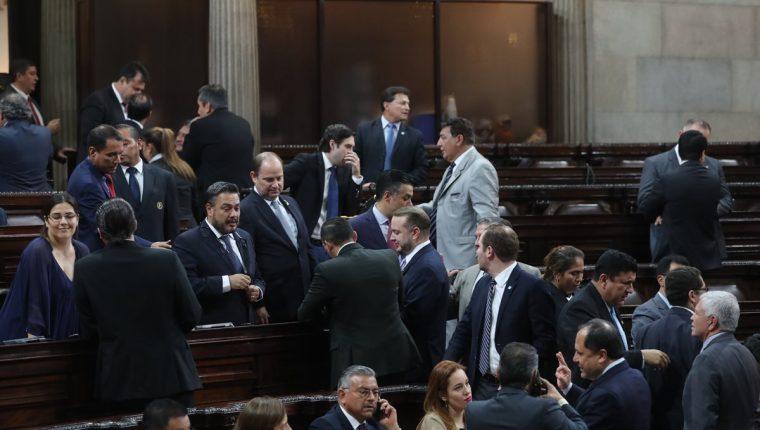 El oficialismo y la UNE unieron votos para pasar el plan de gastos 2019. (Foto Prensa Libre: Érick Ávila)