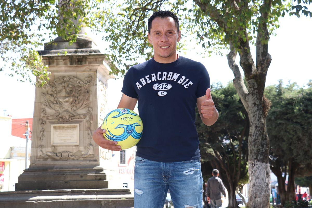 Julio Estacuy representa la garra y pasión de Xelajú. El capitán lleva más de 15 años en la institución quetzalteca. (Foto Prensa Libre: Raúl Juárez)