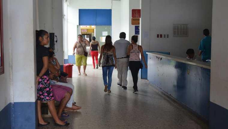 Pacientes denuncian falta de insumos en el Hospital Nacional de Retalhuleu. (Foto Prensa Libre: Jorge Tizol)
