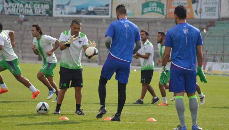 El último juego entre coloniales y cremas terminó 1-1 y se jugó en el estadio Cementos Progreso en la primera vuelta del Apertura 2018. (Foto Prensa Libre: Hemeroteca PL)