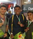 Faby Bernabe Rama, Érick Barrondo y Mirna Ortiz muestran sus medallas ganadas en el Nacional Francés de pista cubierta. (Foto Prensa Libre: Instagram Paquillo Fernández)