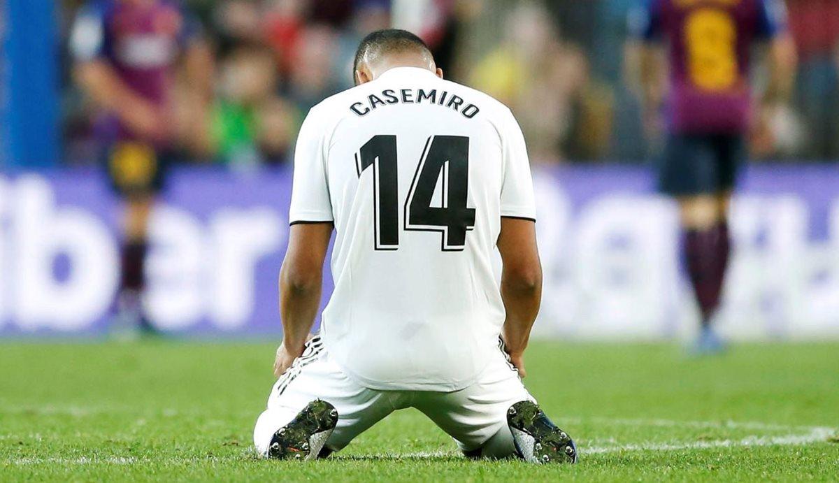 Casemiro mostró su frustración por la derrota del Real Madrid contra el Barcelona. (Foto Prensa Libre: AFP).