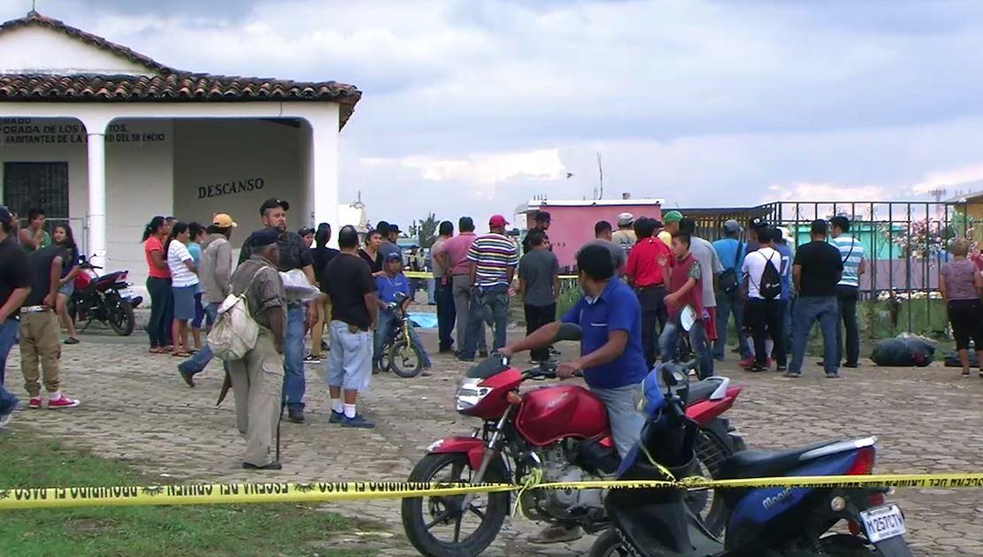 Tres personas murieron en el interior del Cementerio General de Jalapa. (Foto Prensa Libre: Hugo Oliva)