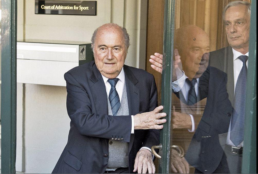 """Blatter dice que Federer es """"intocable"""" en comparación con los futbolistas"""