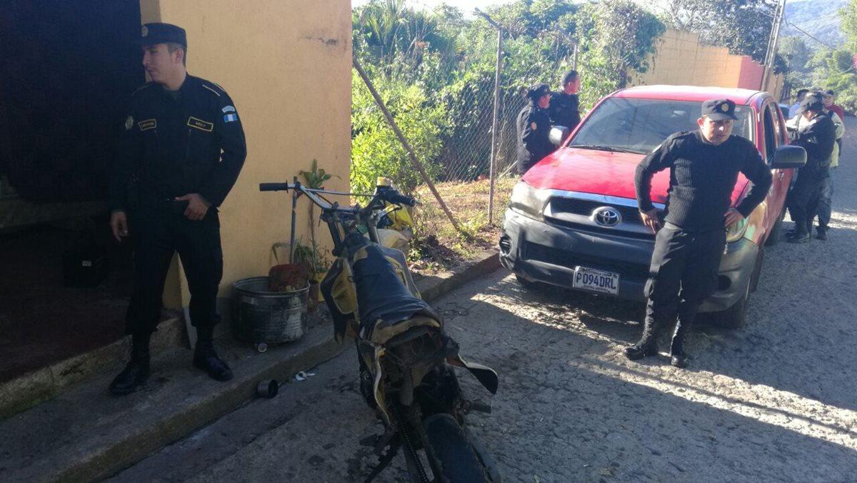Una de las viviendas allanadas por las autoridades durante operativos en Barberena y Santa Cruz Naranjo, Santa Rosa. (Foto Prensa Libre: Oswaldo Cardona)