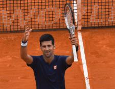 El serbio Novak Djokovic gana en Montecarlo después de recuperarse de una lesión en el codo. (Foto Prensa Libre; AFP)