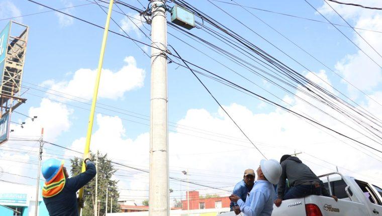 Según la Empresa Eléctrica Municipal de Quetzaltenango, sigue el hurto de energía (Foto Prensa Libre: María José Longo)