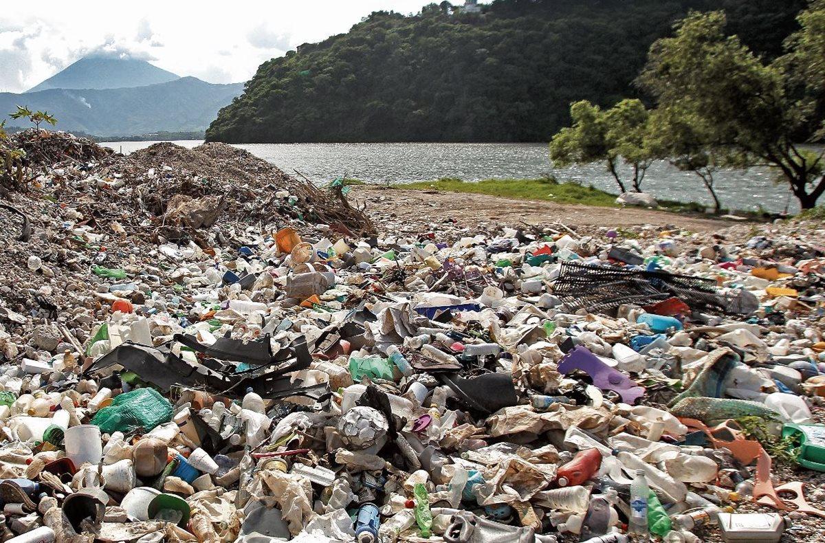 Autoridades de San Miguel Petapa prohibieron el uso de bolsas plásticas, duroport, pajillas y derivados. (Foto Hemeroteca PL)