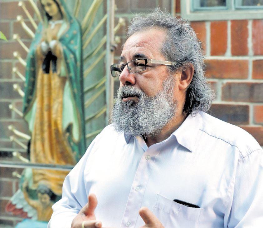 Para el sacerdote Mauro Verzeletti, el contacto con la gente le abre el misterio de Dios. (Foto Prensa Libre: Esbin García)