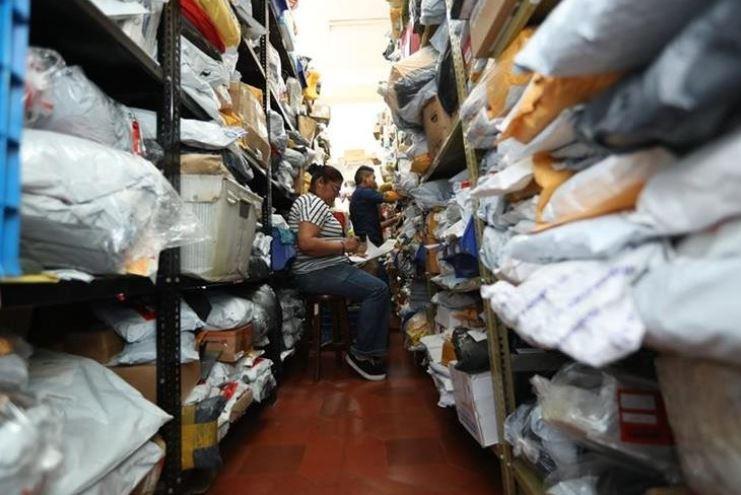 Los paquetes pueden recogerse en la Aduana Fardos Postales, ubicada en 7a avenida 11-67, Zona 1. (Foto Prensa Libre: Hemeroteca)