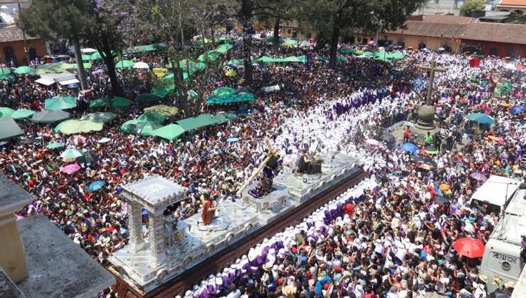 El recorrido de la procesión del Nazareno de la Merced del Domingo de Ramos aumenta de 89 a 103 cuadras. (Foto Prensa Libre: Renato Melgar)