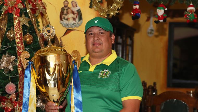 El presidente de Guastatoya, Léster Rodríguez, dice que todo el esfuerzo ha valido la pena para lograr el bicampeonato. (Foto Prensa Libre: Francisco Sánchez)