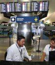 Pedro Perebal se presentó este miércoles al Aeropuerto Internacional La Aurora, para su primer día de trabajo. (Foto Prensa Libre: Érick Ávila)