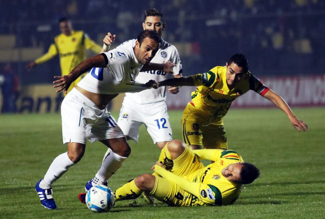 Comunicaciones buscará mañana, en el Mateo Flores, el pase a las semifinales sobre Marquense. (Foto Prensa Libre: Carlos Ventura)