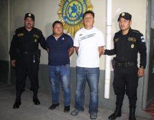 Los dos capturados señalados del doble crimen en Sololá. (Foto Prensa Libre: Ángel Julajuj).