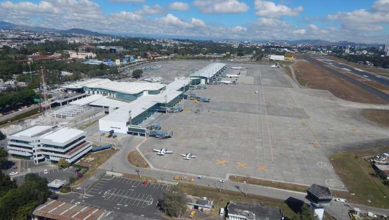 El Aeropuerto Internacional La Aurora será nuevamente evaluado por la OACI en enero de 2018 y podría elevar su porcentaje de calificación por mejoras en el aeródromo. (Foto Prensa Libre: Cortesía DGAC)