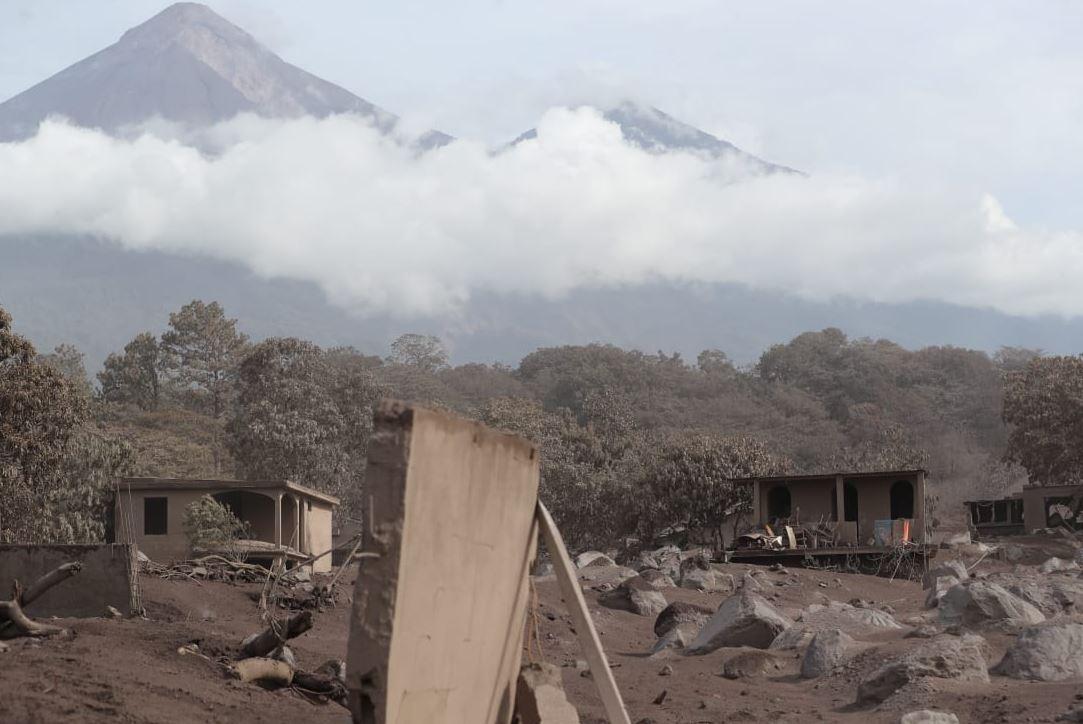 Las labores de rescate en la aldea San Miguel Los Lotes están detenidas desde el miércoles. (Foto Prensa Libre: Hemeroteca PL)