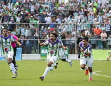 Agustín Herrera, exjugador crema, fue la figura para eliminar a Comunicaciones en la semifinal del torneo anterior. (Foto Prensa Libre: Hemeroteca PL)