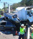 El 8 de febrero del 2016, un tráiler chocó contra un camión y varios automóviles en el trebol de Vista Hermosa, zona 15. (Foto Prensa Libre: Hemeroteca)