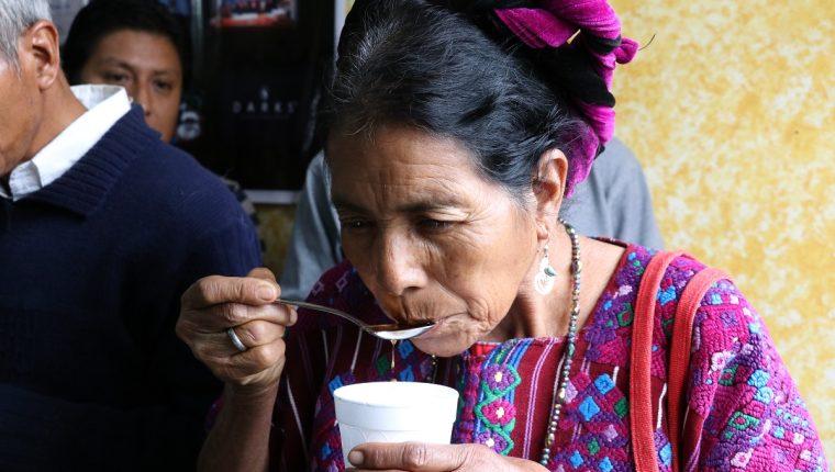 Los caficultores de Santo Domingo, Xenacoj, Sacatepéquez participaron en el primer taller de catación para conocer la calidad de su propio grano. (Foto Prensa Libre: Julio Sican)