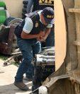 Algunas de las piezas de automóviles decomisadas en Olintepeque. (Foto Prensa Libre: Carlos Ventura).