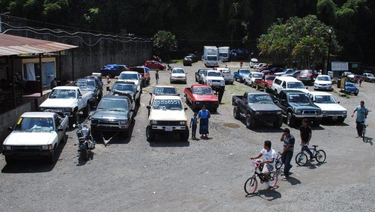 La banda robaba vehículos y en tres días lograba legalizarlos para revenderlos o distribuirlos por partes. (Foto Prensa Libre: Hemeroteca PL)