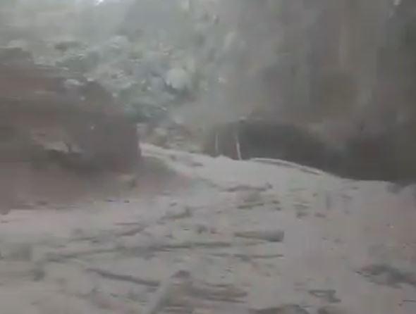 El Río Ceniza quedó cubierto con lodo y gases volcánicos a altas temperaturas. (Foto Prensa Libre: Estuardo Paredes)