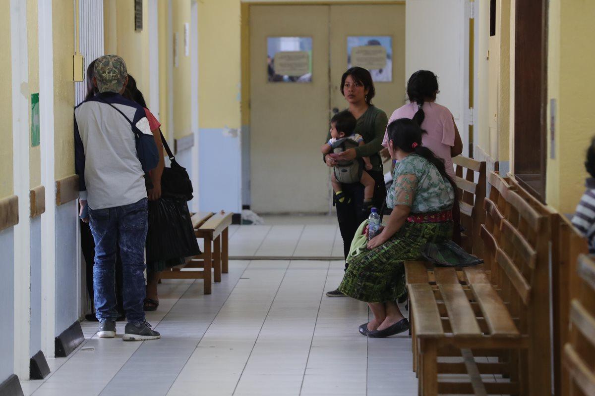 Desde el 13 de agosto, las consulta externa en el Hospital Roosevelt se mantiene restringida a la población. (Foto Prensa Libre: Estuardo Paredes)