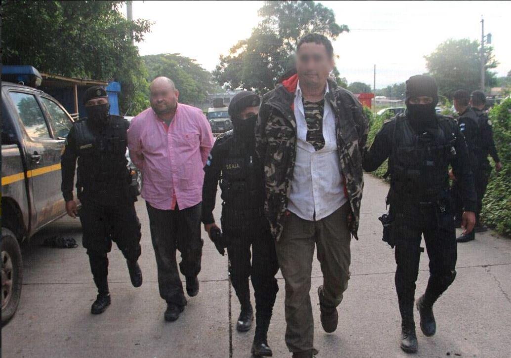 Caen dos mexicanos por presuntamente transportar droga en avioneta