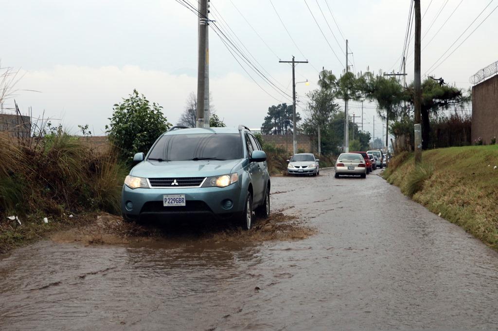Fuerte lluvia causa inundaciones en Quetzaltenango