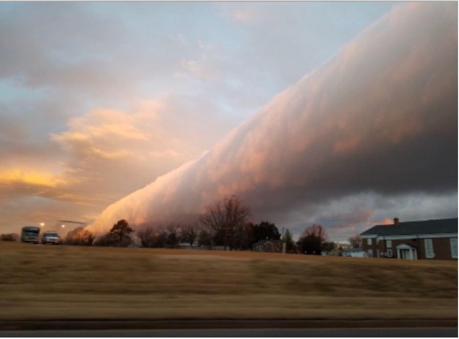 """La inmensa y colorida """"ola aérea"""" que adornó el cielo de Virginia, EE. UU."""