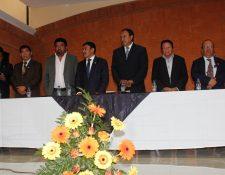 Greymar Manolo Méndez García, exalcalde de El Tejar, Chimaltenango (centro), parte su concejo y algunos parientes fueron ligados a proceso penal por contrataciones anómalas durante su administración. (Foto Hemeroteca PL)