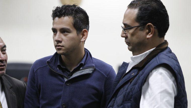 José Manuel Morales y su tío Samuel Morales, durante una audiencia por el caso Botín en el Registro de la Propiedad. (Foto Prensa Libre: Hemeroteca PL)
