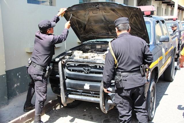 En marzo de este año, Prensa Libre publicó una nota sobre las dificultades que atraviesa la PNC, como el mal estado de los vehículos. (Foto HemerotecaPL)