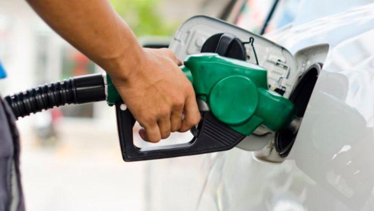 La Diaco advirtió a los comercios y expendios de combustibles, que el aprovechamiento y la especulación tiene consecuencias penales y sanciones económicas. (Foto Prensa Libre: Hemeroteca)
