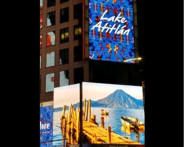 """Por segundo año consecutivo Guatemala sale a la caza de turistas proyectando su campaña """"Corazón del Mundo Maya"""" en el Times Square, Nueva York. (Foto, Prensa Libre: Twitter usuario @GHe95158681)."""